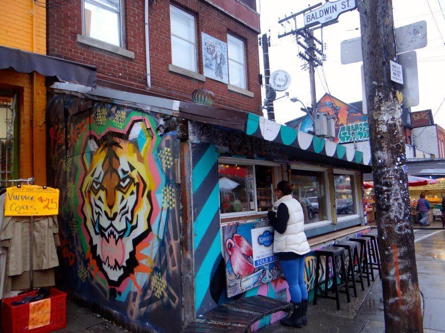 neighborhoods in Toronto